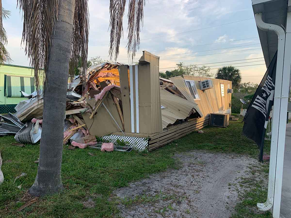 mobile-home-demolition-in-North-Fort-Myers-by-tin-tipper